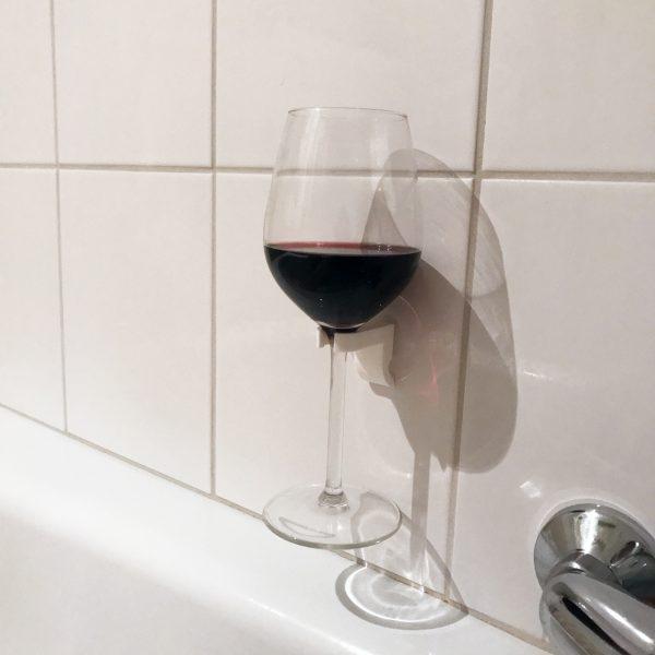 Wijnglas houder in bad