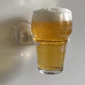 Bierglas houder met bier